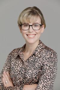 Dr.Chloe Ayres